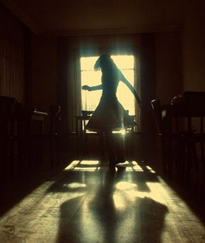 girl,lost,photography,shadow,dancing,female-0df26441e9bfdf935680b31ab2abaded_h